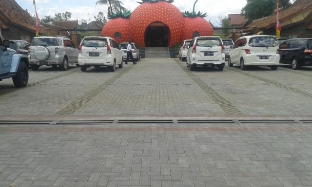 Tempat Parkir Restoran Asep Strawberry Tasikmalaya